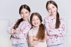 Het leuke meisjes stellen Stock Foto's