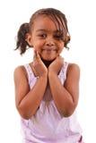 Het leuke zwarte meisje glimlachen Stock Foto