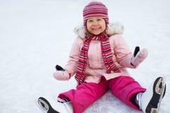 Het leunen van het kind het schaatsen Stock Fotografie