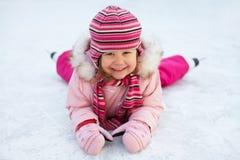 Het leunen van het kind het schaatsen Stock Foto