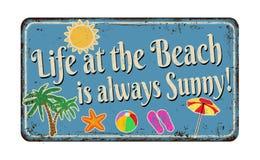 Het leven bij het strand is altijd zonnig uitstekend roestig metaalteken vector illustratie