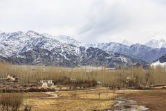 Het leven dichtbij Himalayan-bergketen Stock Foto's