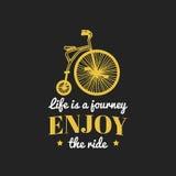 Het leven is een reis, geniet van het de fietsembleem van rit vector uitstekende hipster Retro fietsembleem voor affiche of druk vector illustratie