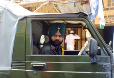 Het leven in India: Sikh mens in militair voertuig Royalty-vrije Stock Foto's