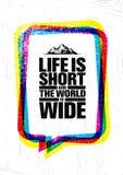 Het leven is kort en de wereld is breed Concept van de de Stijgings het Creatieve Motivatie van de avonturenberg Vector Openlucht Royalty-vrije Stock Fotografie