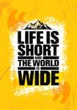 Het leven is kort en de wereld is breed Concept van de de Stijgings het Creatieve Motivatie van de avonturenberg Vector Openlucht Stock Afbeeldingen