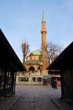 Het leven op de straat van oud district van Sarajevo, bosnia Stock Fotografie