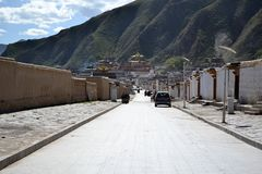 Het leven rond Labrang in Xiahe, Amdo Tibet, China Pelgrims AR stock fotografie