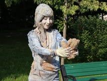 Het leven standbeeld - het meisje met de pop stock video