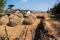 Het leven van de armen in dorpen in India Traditionele Schuilplaatsen op Plattelandsgebieden van India stock afbeelding