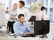 Het leven van het bureau - het bedrijfsmensen werken Royalty-vrije Stock Foto's