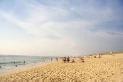 Het leven van het strand op een bezig strand Stock Afbeelding