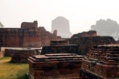 Het leven van India: De Ruïne van Dhamekh Stupa, Sarnath stock afbeeldingen