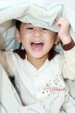 Het levendige Aziatische jongen lachen Stock Afbeelding