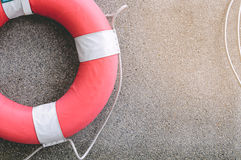 Het levensbesparing Ring Buoy With Rope Royalty-vrije Stock Afbeeldingen