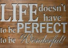 Het levenscitaat op houten teken Stock Foto