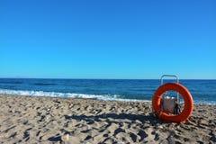 Het levenspreserver op een strand Royalty-vrije Stock Afbeeldingen