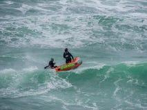 Het levenswachten bij het hijsen van oceanen stock afbeelding