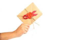 Het leveren van een Uitnodiging Stock Foto