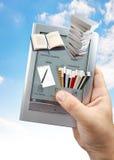 Het lezen van 3D e- boek Stock Afbeelding