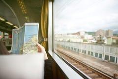 Het lezen van de kaart Royalty-vrije Stock Foto's