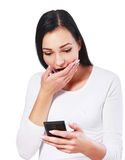 Het lezen van een tekstbericht Stock Foto's