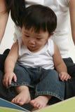 Het Lezen van Little Boy royalty-vrije stock foto