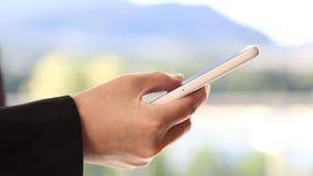 Het lezen van mobiel telefoonbericht