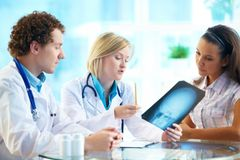 Het lezen van röntgenstraal Stock Foto's