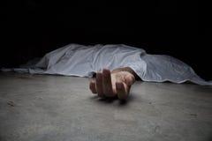 Het lichaam van de overledene Nadruk op hand Stock Afbeelding
