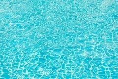 Het licht raakt de oppervlakte van de pool De afmeting van de oppervlakte stock foto's