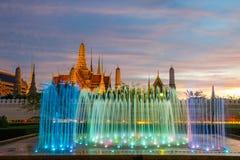 Het licht van de fonteinnacht van oriëntatiepunt van Sanam Luang, Bangkok, Thaila Stock Foto