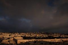 Het licht van de heilige stad van Jeruzalem stock foto's