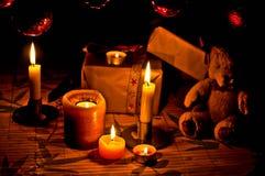Het licht van de kaars in de atmosfeer van Kerstmis Royalty-vrije Stock Afbeelding