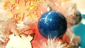 Het licht van de Kerstmisbal stock video