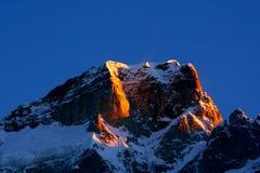 Het licht van de ochtend bij piek Kedarnath stock foto's