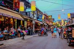Het licht van de stadsnacht van Barstraat in Siem oogst Kambodja royalty-vrije stock fotografie
