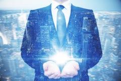 Het licht van de zakenmanholding Stock Afbeelding