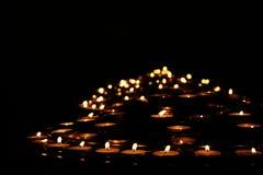 Het licht van kaarsen Stock Afbeeldingen