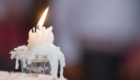 Het licht van kaarsen huwelijkskaarsen het branden Stock Foto's