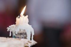 Het licht van kaarsen huwelijkskaarsen het branden Royalty-vrije Stock Fotografie