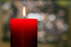 Het licht van kaarsen Kerstmiskaars het branden bij nacht Samenvatting candl Royalty-vrije Stock Afbeeldingen