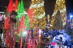Het licht van kleurrijk verfraait mooi op Kerstboomviering Royalty-vrije Stock Foto's