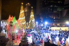 Het licht van kleurrijk verfraait mooi op Kerstboomviering Royalty-vrije Stock Foto