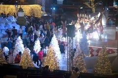 Het licht van kleurrijk verfraait mooi op Kerstboomviering Stock Foto's