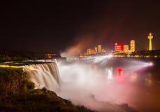 Het licht van Niagaradalingen toont bij nacht, de V.S. Royalty-vrije Stock Fotografie