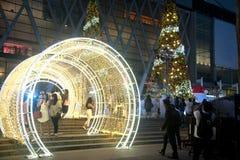 Het licht verfraait mooi op Kerstboomviering 2018 Royalty-vrije Stock Fotografie