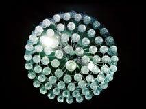 Het licht wordt geschikt rond een cirkelvenster in het plafond van een hoger-woonplaatseetkamer het kunstmatige licht gedeeltelij Royalty-vrije Stock Afbeeldingen