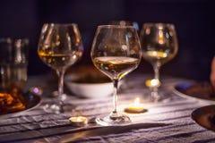 Het lichte diner van de avondkaars met wijn royalty-vrije stock foto