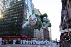 Het lichte jaar van het gezoem in de Parade van Macy Stock Afbeelding